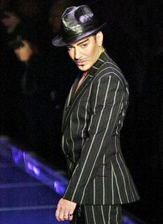 Джон Гальяно подал в суд на Dior