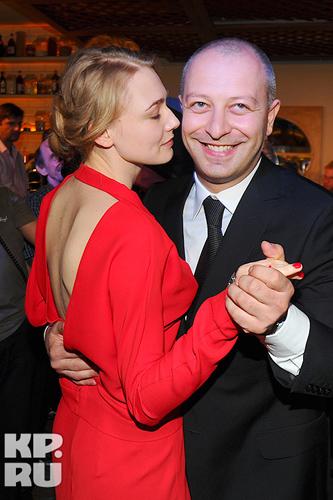 25-летняя актриса Оксана Акиньшина скоро родит ребенка от своего возлюбленного, продюсера Арчила Геловани