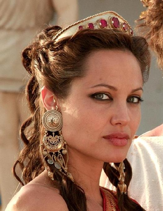 Анджелина Джоли в серьгах каффах