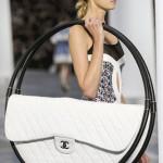 Cумка-хулахуп Chanel – новое помешательство стилистов