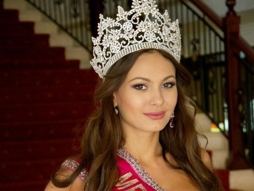 Инна Жиркова отказалась от короны «Миссис Россия-2012»