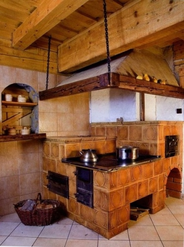 Интерьеры кухни в частном доме с печкой