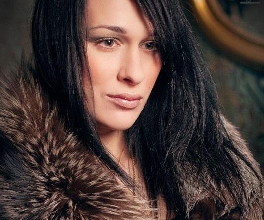 Экстрасенс Илона Новоселова оказалась мужчиной