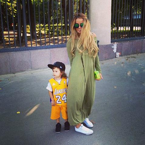 Айза Долматова с сыном Сэмом