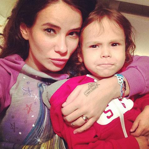 Айза Долматова с сыном Сами