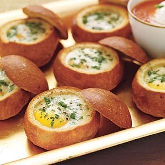 Яичница в булочке на завтрак