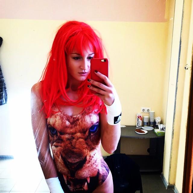 Ольга Бузова в рыжем парике