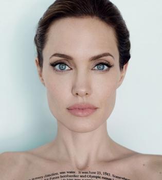 Идеальная красота Анджелины Джоли: новые фото актрисы попали в сеть