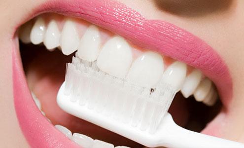 Чистка зубов: повседневная и профессиональная