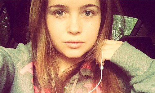 Полина Гренц из «Физрука» снялась в видео «OOPS»