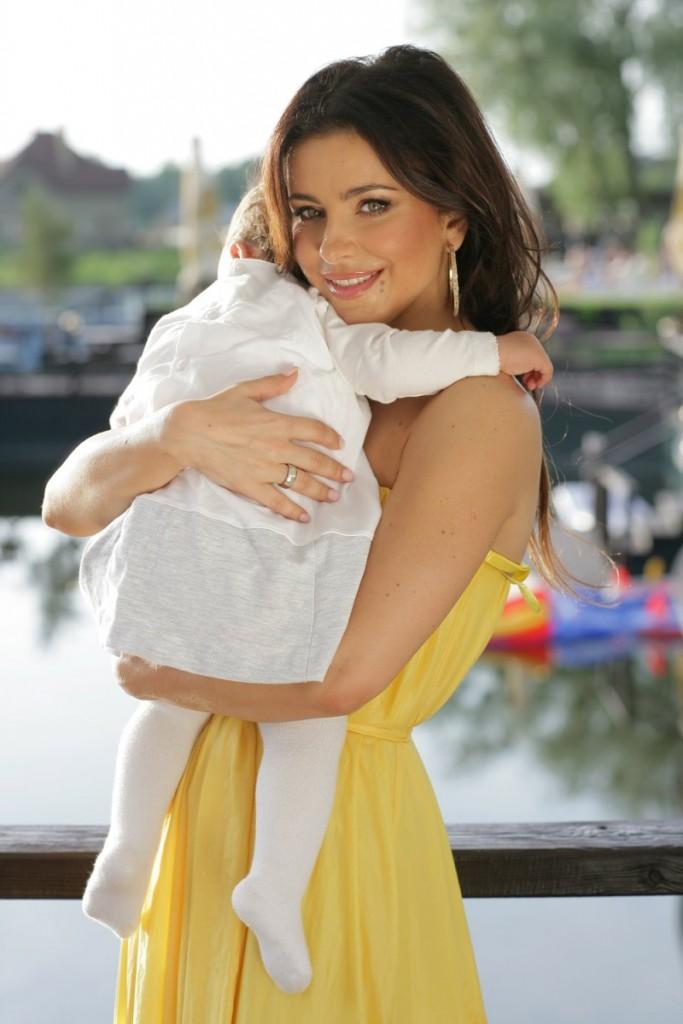 Ани Лорак собирается родить мальчика
