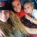 Анна Седокова впервые вышла на сцену со своими дочками