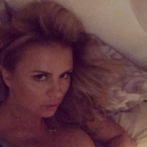 Анна Семенович показала постельный снимок