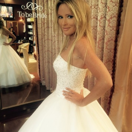 Дана Борисова примерила свадебное платье