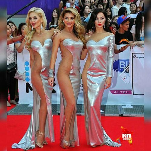 Девушки из группы ВИА Гра пришли на премию МУЗ-ТВ в откровенных нарядах