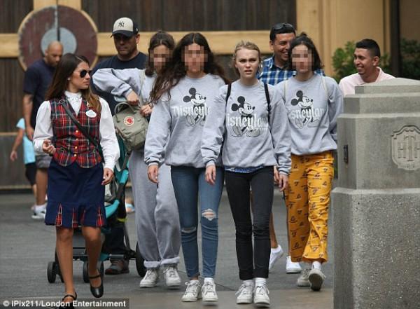 Дочка Джонни Деппа отметила 16-летие в Диснейленде