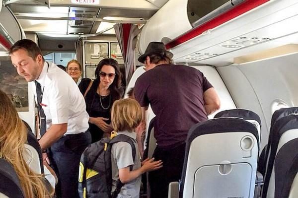 Семья Джоли и Питта экономит на поездках в бизнес-классе