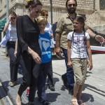 Анджелина Джоли вместе с дочерью побывала в лагере беженцев