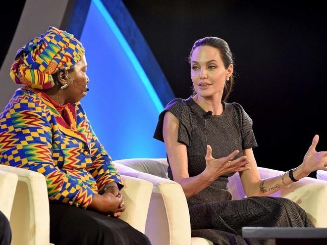 Анджелина Джоли выступила против женского насилия на саммите в ЮАР