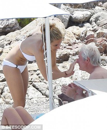 65-летний Ричард Гир отдыхает на Сицилии с 32-летней подругой
