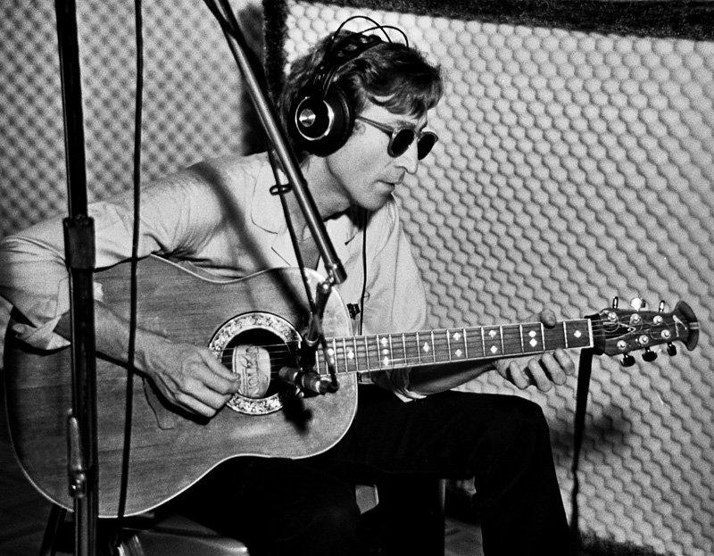 Гитару Джона Леннона продадут на аукционе за 800 тысяч долларов