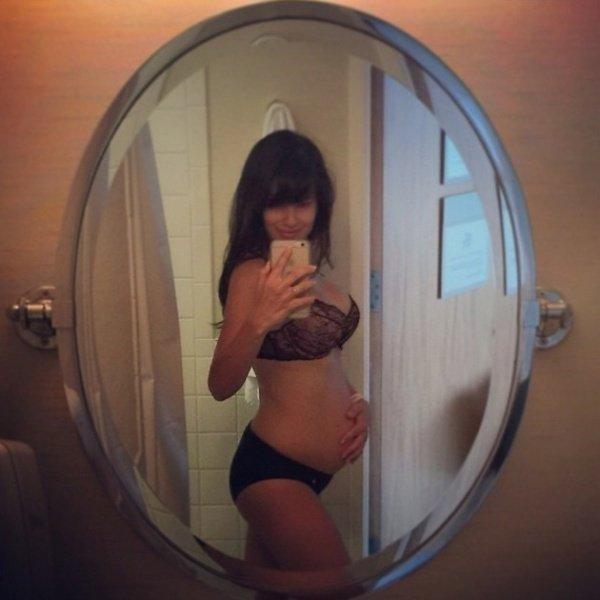 Хилария Болдуин опубликовала фото в нижнем белье через два дня после родов