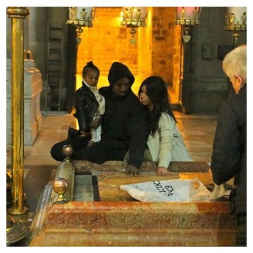 Ким Кардашян показала, как крестила дочь в Иерусалиме