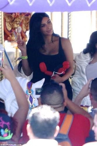 Ким Кардашян отметила день рождения дочки в Диснейленде