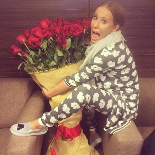 Ксения Собчак присвоила себе букет роз, подаренный Киркорову