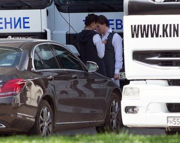 Папарацци застукали Сергея Безрукова с новой девушкой
