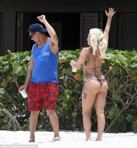 Располневшая Lady GaGa отдохнула на Багамских островах