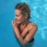 Рената Литвинова показала фото в бассейне