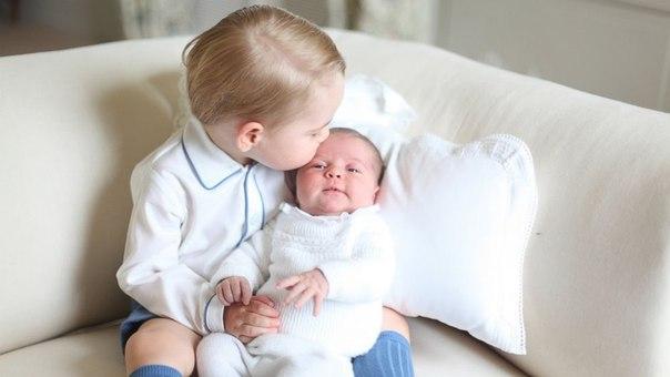 Шарлотта Елизавета Диана: опубликованы первые официальные снимки дочери Кейт Миддлтон