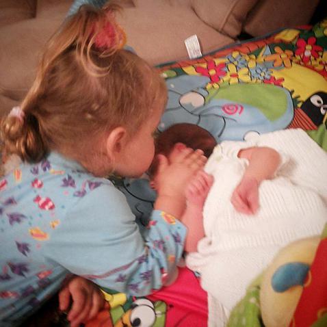 Виктория Макарская показала трогательное фото дочки и сына