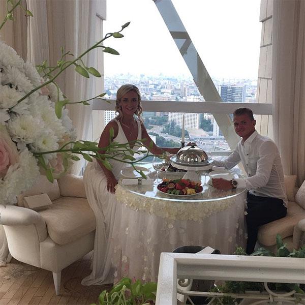 Звездная пара Ольга Бузова и Дмитрий Тарасов отметили третью годовщину свадьбы