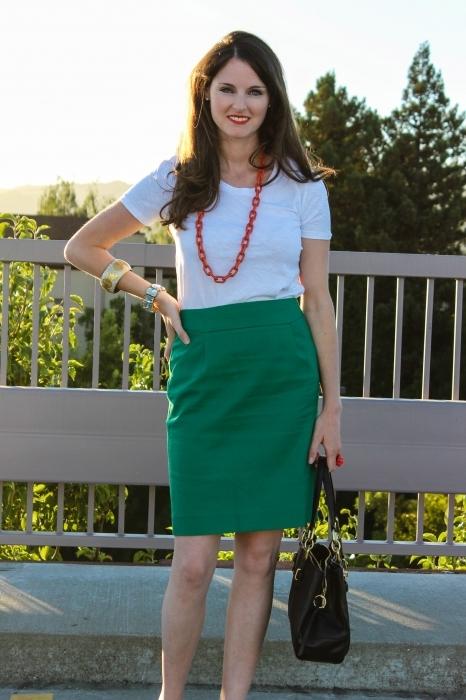 Зеленая юбка карандаш образы