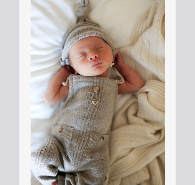 Жена Алека Болдуина показала новорожденного сына
