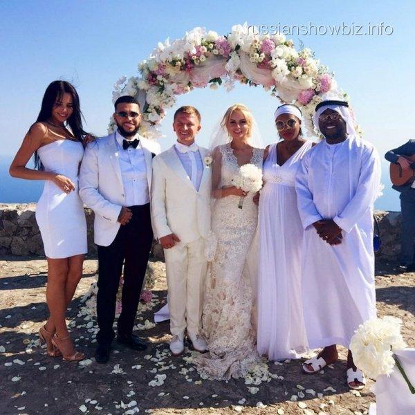 Тимати с новой любовницей появился на свадьбе своего друга
