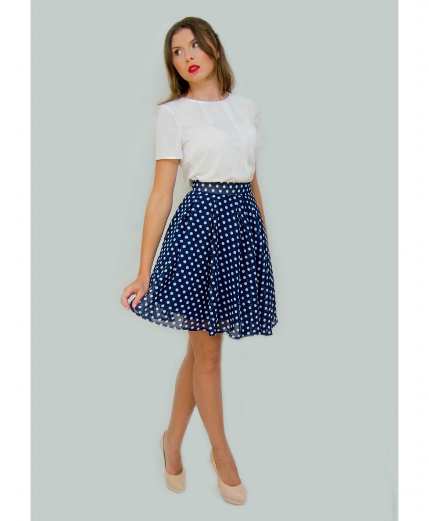 С чем носить синюю в белый горох юбку
