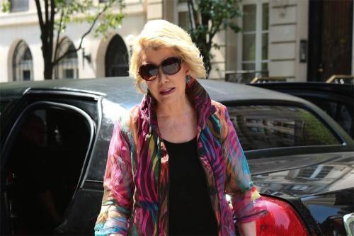 На премии «Эмми» почтили память Джоан Риверс и Леонарда Нимой