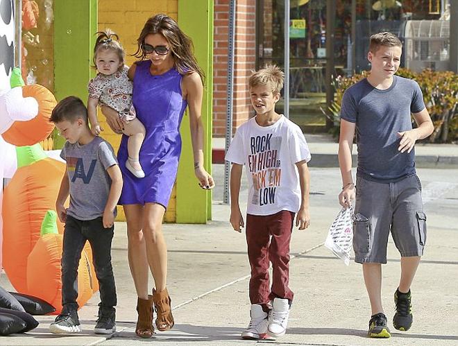 Виктория Бекхэм «всегда строга» со своими детьми