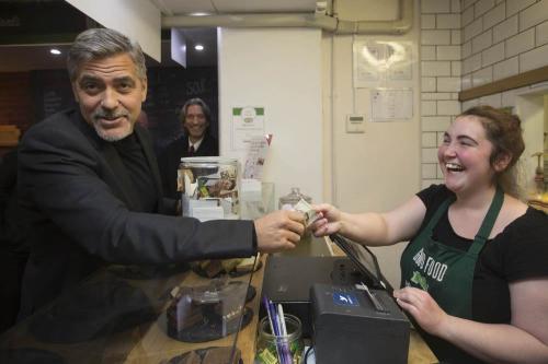 Джордж Клуни поможет накормить бездомных на Рождество
