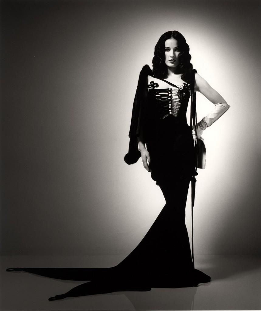 Выбираем вечернее платье в стиле Диты фон Тиз