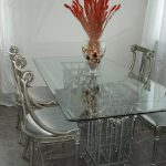 Мебель из стекла: преимущества и недостатки
