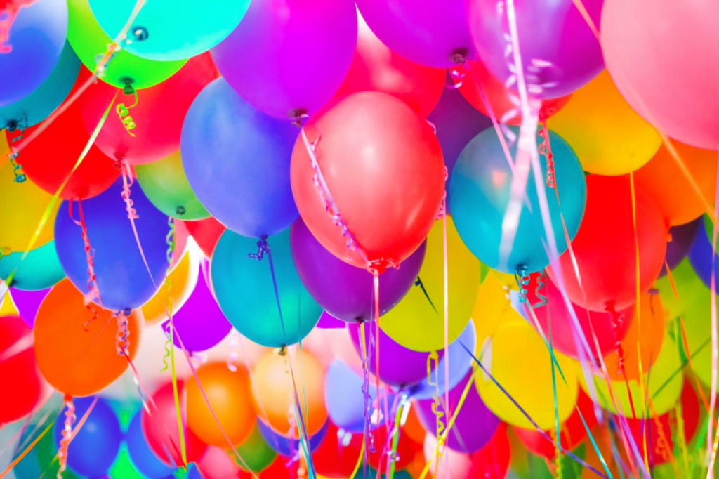 Красивый праздничный атрибут из шаров