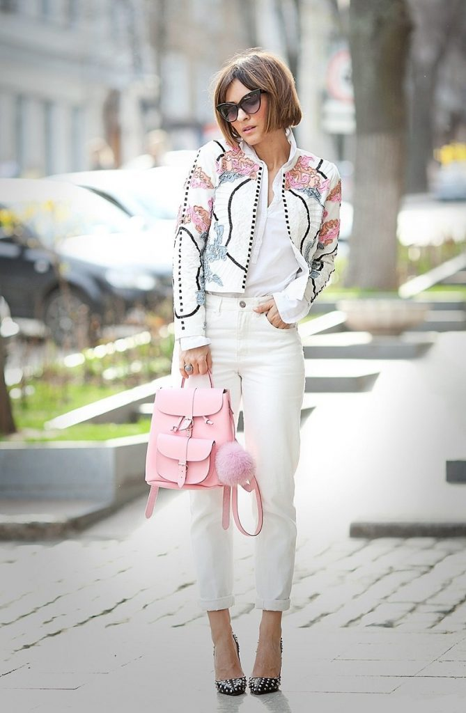 Стильный рюкзак в образе современной девушки
