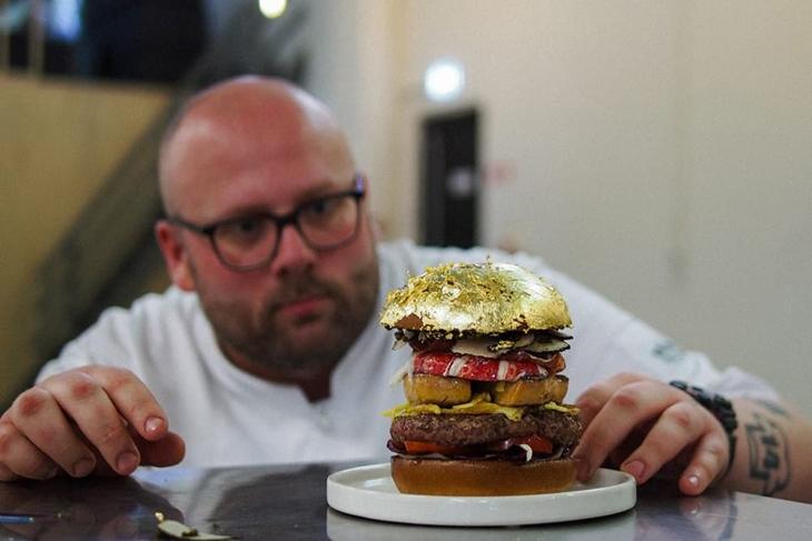 бургер с золотом