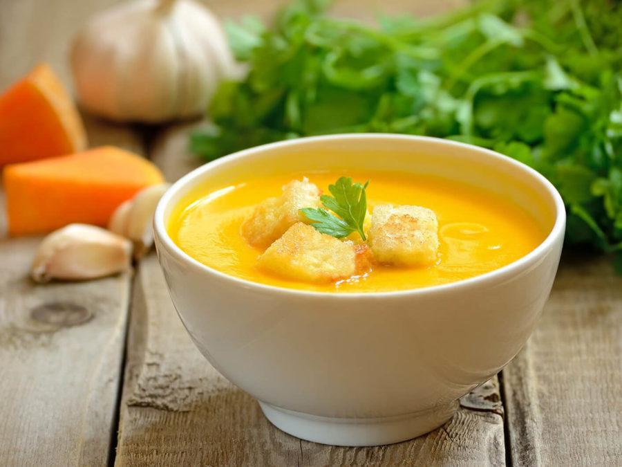 Суп-пюре с тыквой и сухариками