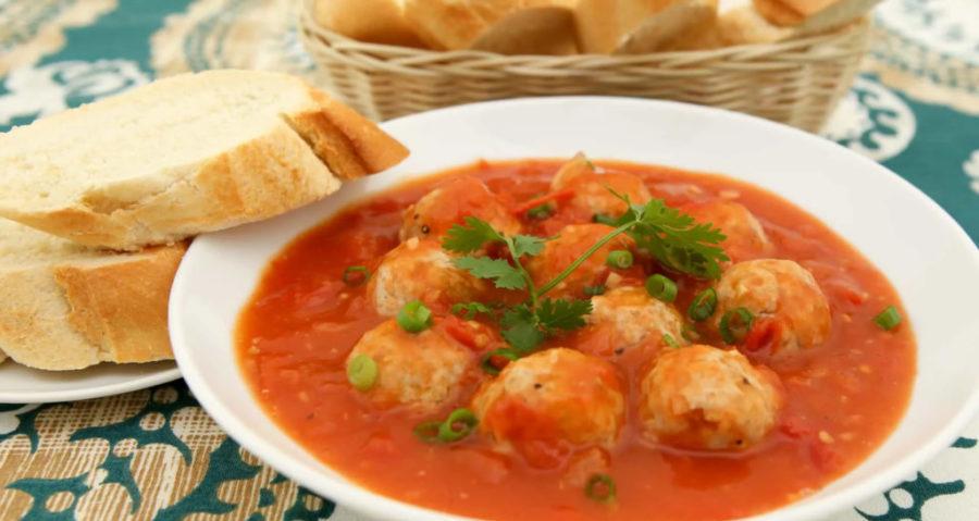 Густой томатный суп с фрикадельками