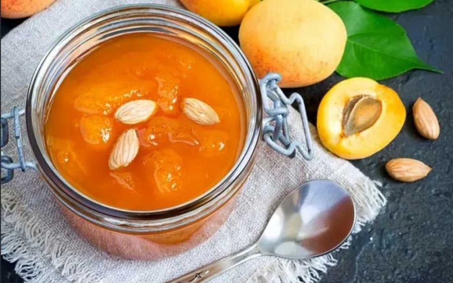 «Пятиминутка» из абрикосов без косточек с ядрышками